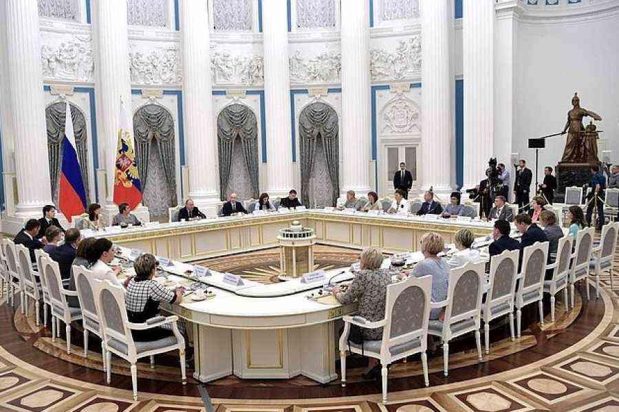 Путин провел встречу сучителями